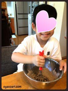 粉を混ぜるモク